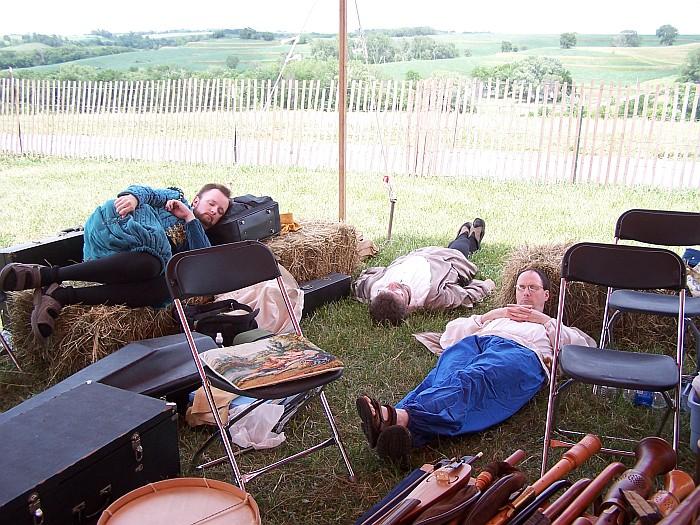 Antiqua members resting
