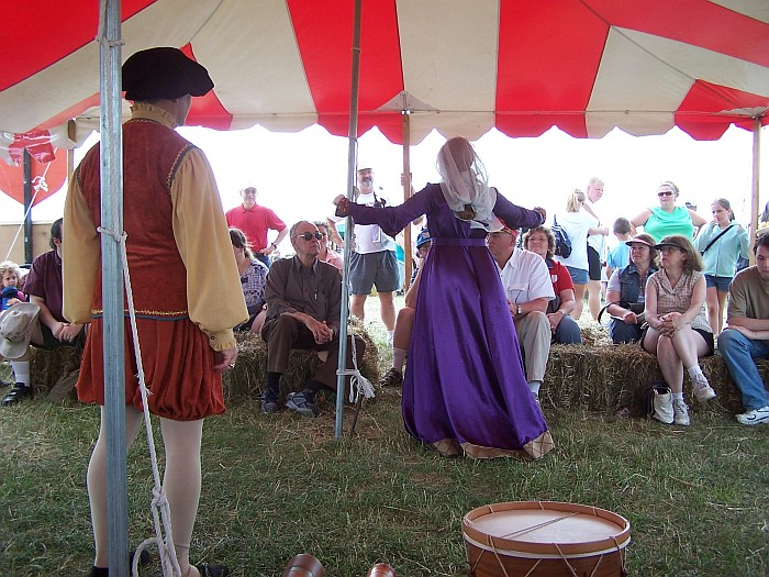 Antiqua dancers performing