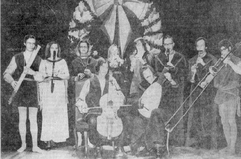 1971 Madrigal dinner newspaper photo