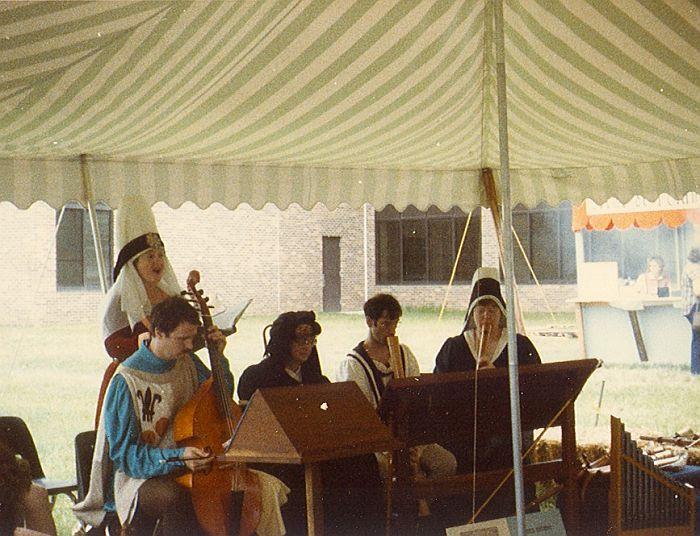 Antiqua performing
