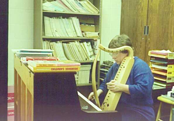 Dee tuning the harp
