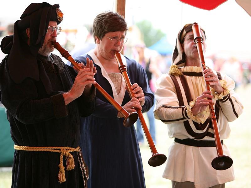 Trio playing hirtenschalmeis