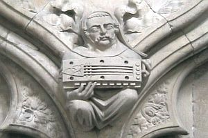 Statue playing hurdy-gurdy