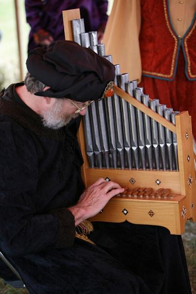 organetto being played