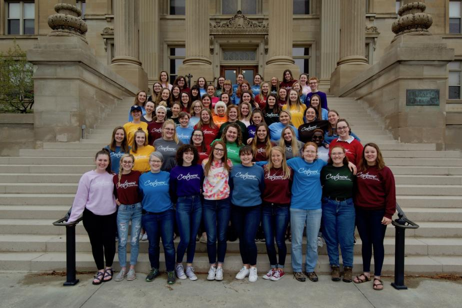 Cantamus group photo in front of Beardshear Hall