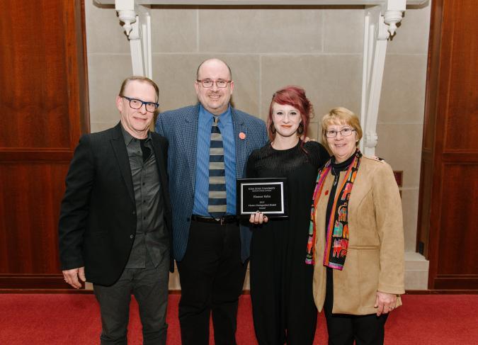 Eleanor Kahn receives award